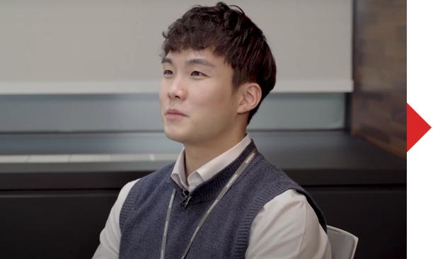 인터뷰어 20사번 김정섭 사원